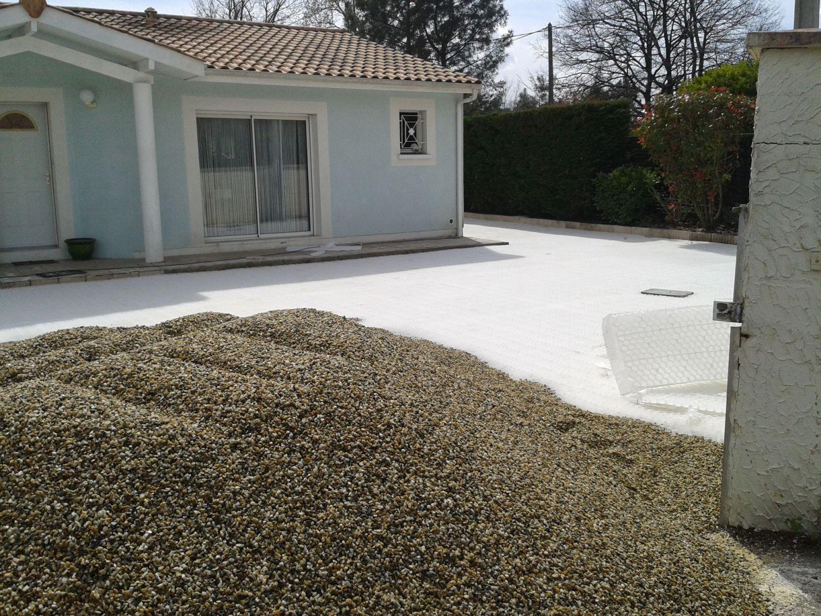 paysagiste pour r alisation d 39 un parking en gravier stabilis bordeaux am nagement de jardin. Black Bedroom Furniture Sets. Home Design Ideas