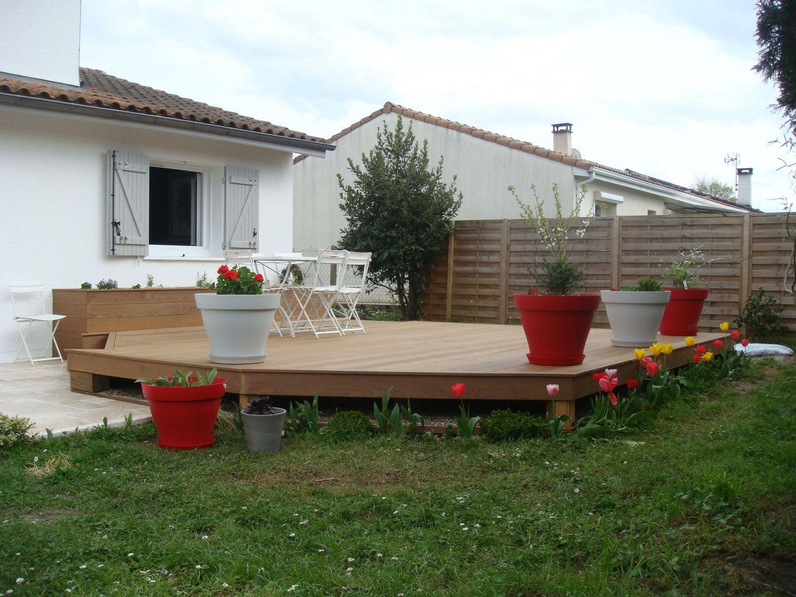 r alisation d 39 une terrasse en bois exotique et d 39 une terrasse en pierres bordeaux. Black Bedroom Furniture Sets. Home Design Ideas