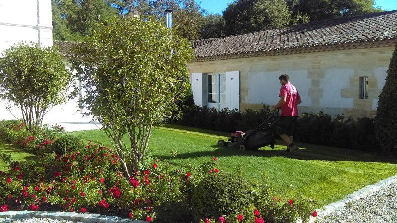 Paysagiste pour la cr ation et l 39 entretien de jardin for Entretien jardin bordeaux